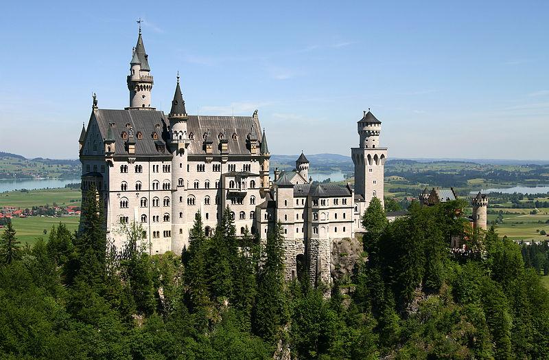 800px-Castle_Neuschwanstein[1].jpg